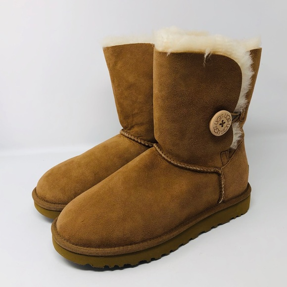 d6454fcacc9 UGG BAILEY BUTTON II BOOTS SZ7